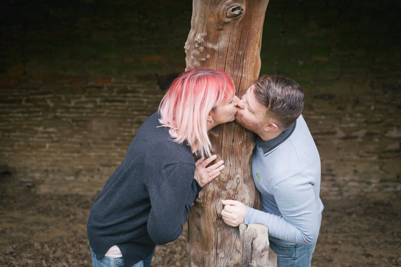 Kissing around tree