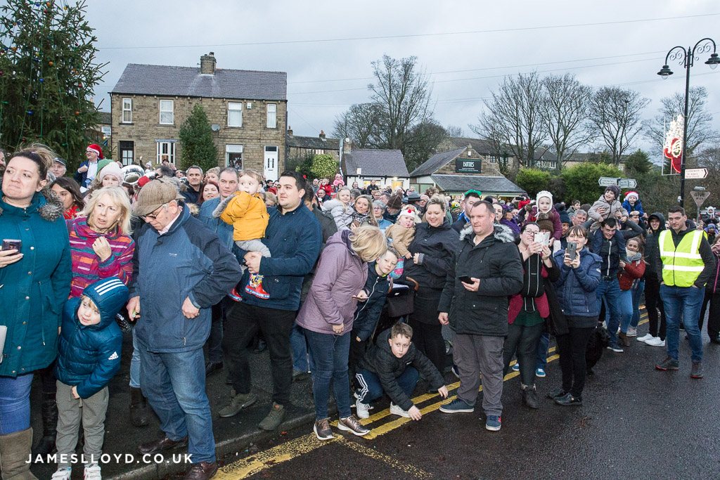 Crowds awaiting father christmas in Skelmanthorpe