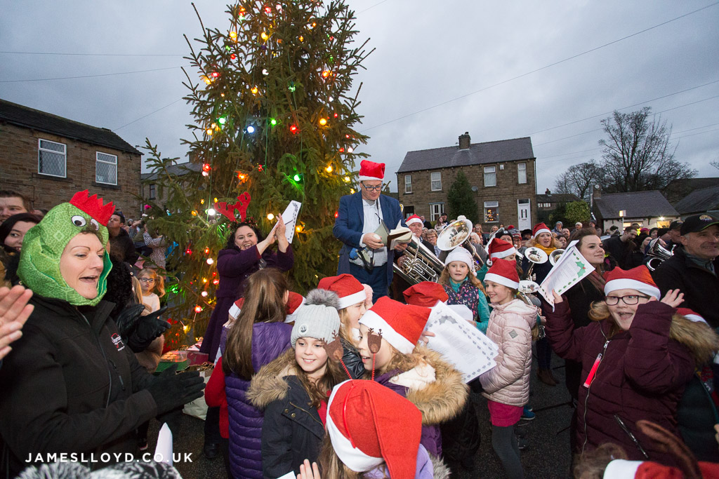Skelmanthorpe band and christmas tree